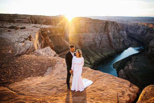 Last wedding of 2020 was.... I mean how do you think it went from those photos!? Weddings like this remind me of why I do what I do and I'm so madly in love with my job. I wouldn't want to be doing anything else or anywhere else. Shooting weddings in the wild landscapes of Arizona fills my soul. I'm exactly where I'm suppose to be.   Keriann & Anthony have been together for a veryyyy long time but decided their trip out west was the time to commit fully to legally being married. With Keriann's two daughters and @lifepassages we witnessed one of the most beautiful weddings I've been apart of. Here's to 2020 ☀️🥂