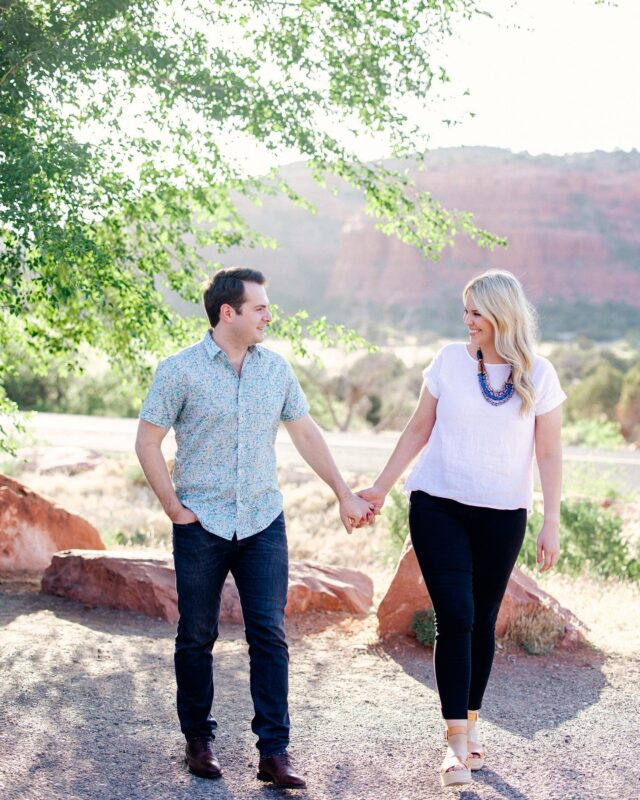 Oooooo did we have fun in Sedona this engagement session! Most couples have a location in mind but Emilie + Henis just wanted Sedona beauty. So we got to play around Sedona with no one exact location rather driving around and pulling over at whatever looked good! I love love loved getting to do this with them. #sedona