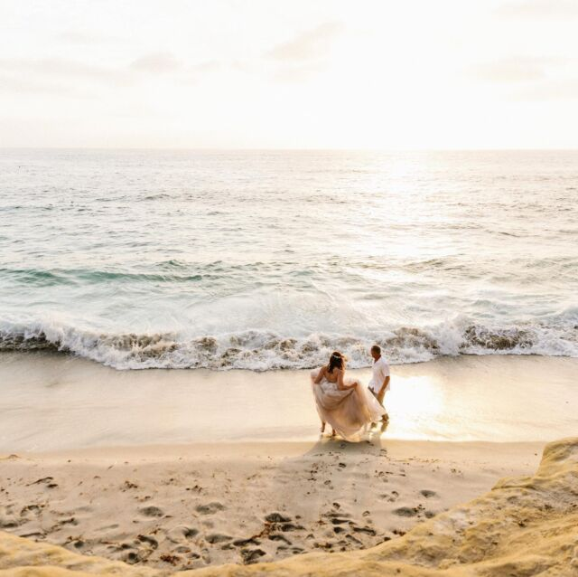 Some of my favorite candid moments from a San Diego wedding. I love the ones that aren't posed, the couples not looking, or didn't know I was taking photos. It's all in the in between my friends 🌊😻