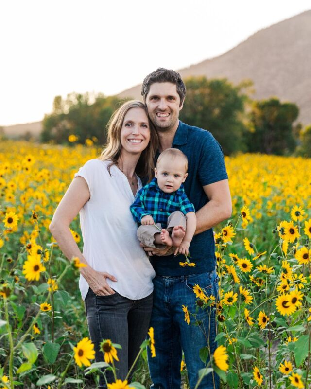 🌻sunflowers are in full bloom for a few more days here! 🌻 it's an honor to photograph my sweet friends engagement session, wedding, maternity, and now 1 yr baby photos!!! Here's to being my couples family historian. ❤️
